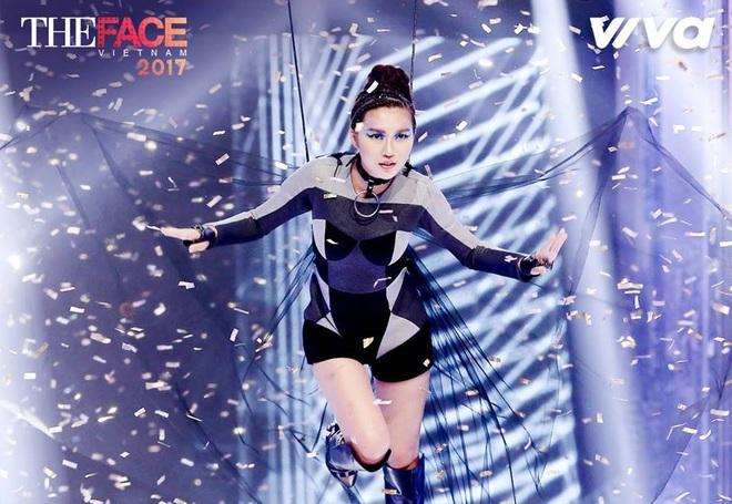 Các thí sinh The Face diễn cảnh trong bồn tắm - ảnh 15