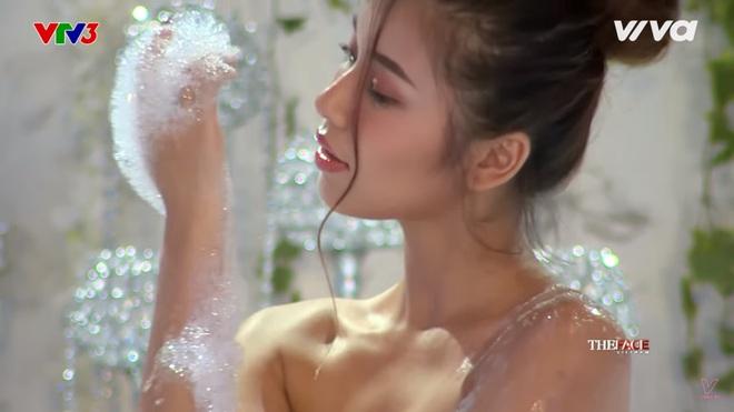 Các thí sinh The Face diễn cảnh trong bồn tắm - ảnh 4