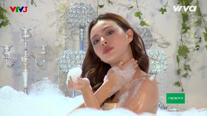 Các thí sinh The Face diễn cảnh trong bồn tắm - ảnh 8