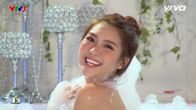 Các thí sinh The Face diễn cảnh trong bồn tắm - ảnh 12