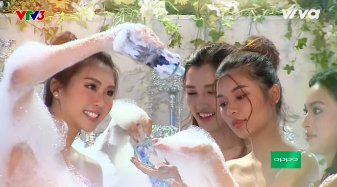 Các thí sinh The Face diễn cảnh trong bồn tắm - ảnh 2