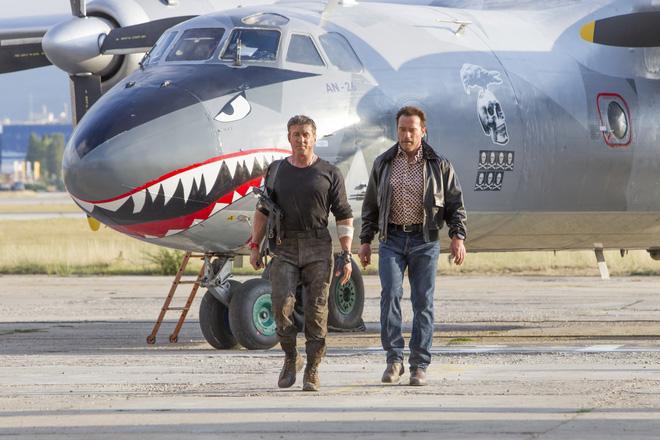 Việt Nam có nên sơn Hàm cá mập cho An-26 như chiếc máy bay này? - Ảnh 8.
