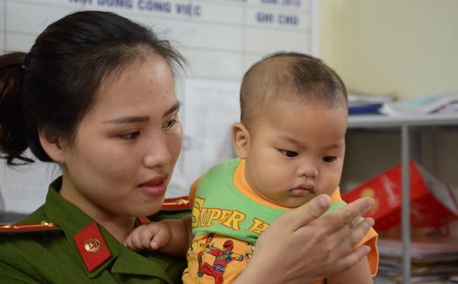 Vụ bé trai bị bỏ rơi được thiếu úy công an cho bú: Muốn nhận con phải làm xét nghiệm ADN