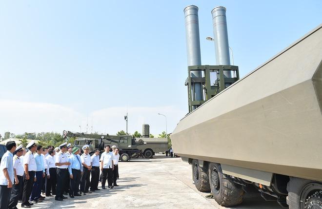 Thủ tướng kiểm tra công tác huấn luyện sẵn sàng chiến đấu của Lữ đoàn tên lửa bờ 681 - Ảnh 4.