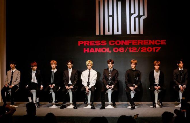 Nhóm NCT 127 bất ngờ trước sự hâm mộ cuồng nhiệt của fan Việt - Ảnh 1.