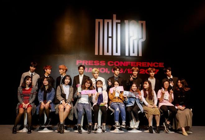 Nhóm NCT 127 bất ngờ trước sự hâm mộ cuồng nhiệt của fan Việt - Ảnh 5.
