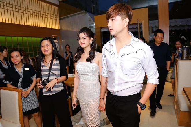 Tim và Trương Quỳnh Anh liên tục thể hiện tình cảm trước đám đông sau tin đồn ly hôn 1