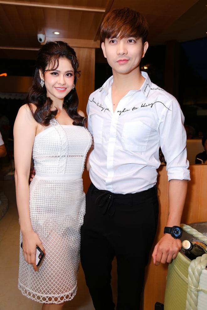 Tim và Trương Quỳnh Anh liên tục thể hiện tình cảm trước đám đông sau tin đồn ly hôn 2