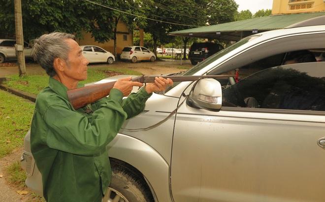 Đang ngồi trên xe ô tô cùng bạn, người đàn ông bất ngờ bị bắn tử vong