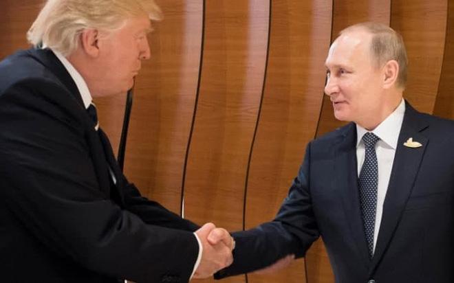 Cái bắt tay lịch sử Trump-Putin: Ông Trump ghi điểm - Ảnh 1.