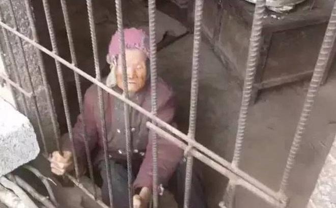 Phẫn nộ cụ già 92 tuổi bị con nhốt trong căn phòng như chuồng lợn