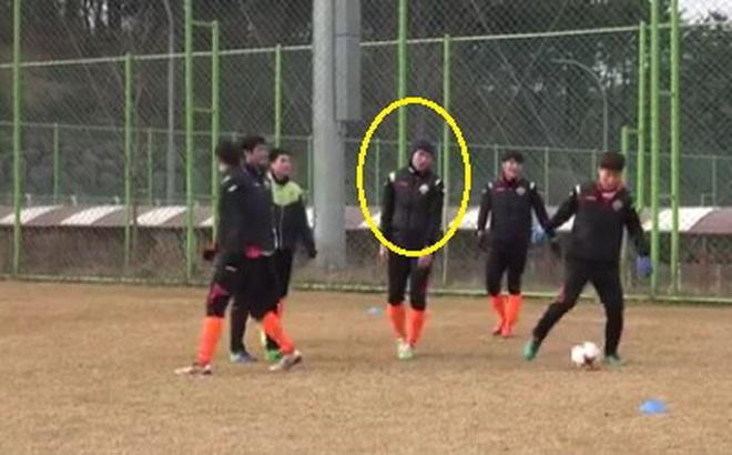 Xuân Trường hóa thân thành… Petr Cech tại Nhật Bản