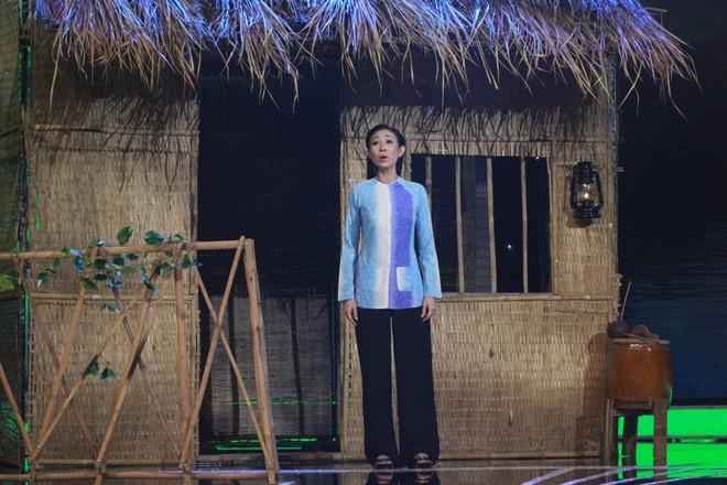 Bạn gái cũ Hoài Linh khóc nức nở trên sóng truyền hình - Ảnh 4.