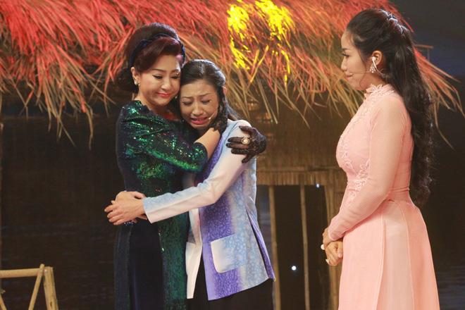Bạn gái cũ Hoài Linh khóc nức nở trên sóng truyền hình - Ảnh 3.