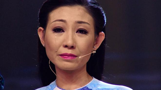 Bạn gái cũ Hoài Linh khóc nức nở trên sóng truyền hình - Ảnh 7.