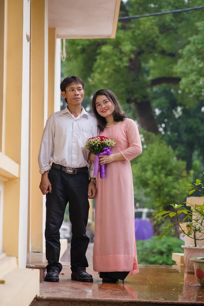 Bố vượt gần 200km lên Hà Nội chụp kỷ yếu cùng con: Chuyện phía sau làm bao người xúc động - ảnh 2