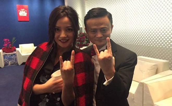 """Dù là đối tác quan trọng, Triệu Vy vẫn bị Jack Ma """"thất sủng"""" trong danh sách Top 3 nữ diễn viên yêu thích"""