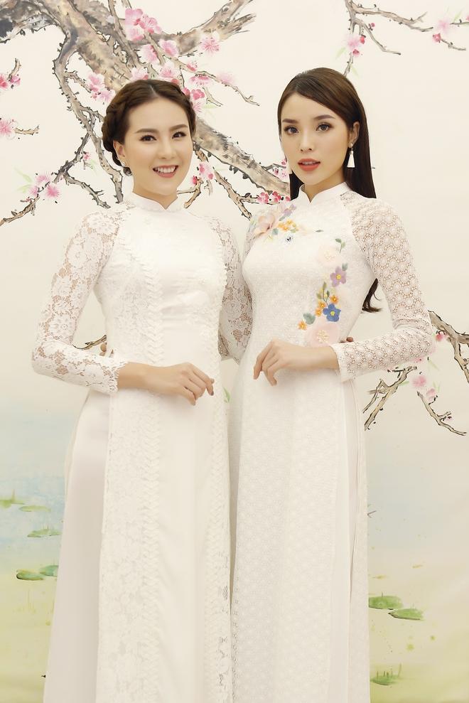 Hoa hậu Kỳ Duyên đẹp nền nã với áo dài trắng tinh khôi - Ảnh 3.