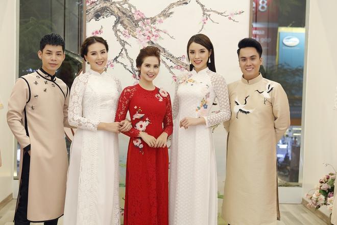 Hoa hậu Kỳ Duyên đẹp nền nã với áo dài trắng tinh khôi - Ảnh 1.