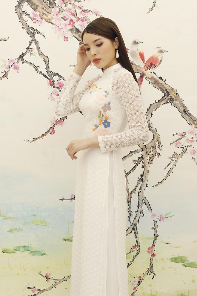 Hoa hậu Kỳ Duyên đẹp nền nã với áo dài trắng tinh khôi - Ảnh 5.