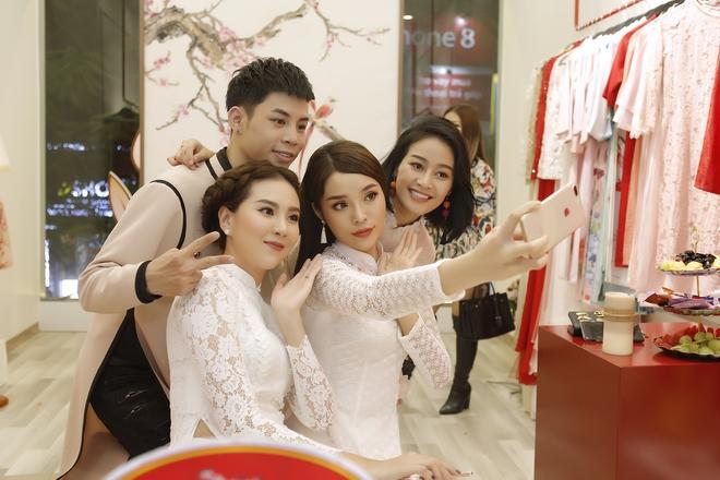 Hoa hậu Kỳ Duyên đẹp nền nã với áo dài trắng tinh khôi - Ảnh 7.