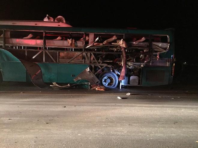 Bắc Ninh: Xe khách giường nằm nổ lớn, 14 người thương vong - Ảnh 1.