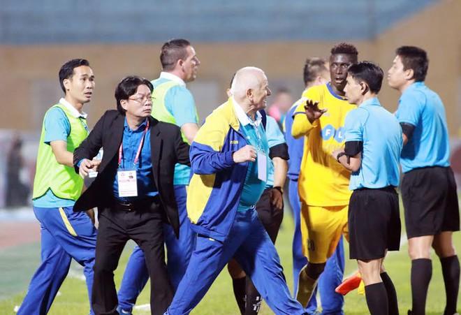 Lời mỉa mai của người Thái và lí do V-League biến thành Võ-League - Ảnh 4.