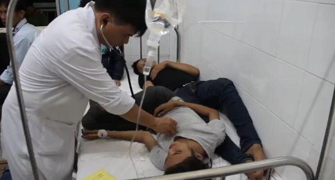 Hàng trăm công nhân đột ngột nôn ói, đau bụng, nhiều người bất tỉnh khi đến viện - Ảnh 2.