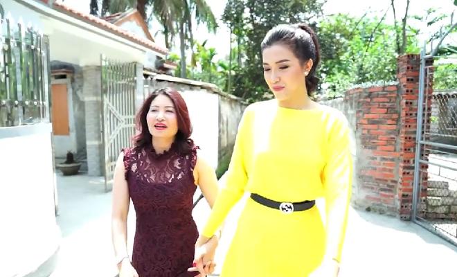 [Video] Á hậu Lệ Hằng âm thầm tìm về nhà Phạm Hương ở Hải Phòng - Ảnh 2.
