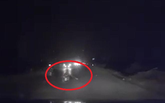 Vụ tai nạn giữa đoạn đường tối khiến người đi đường bức xúc
