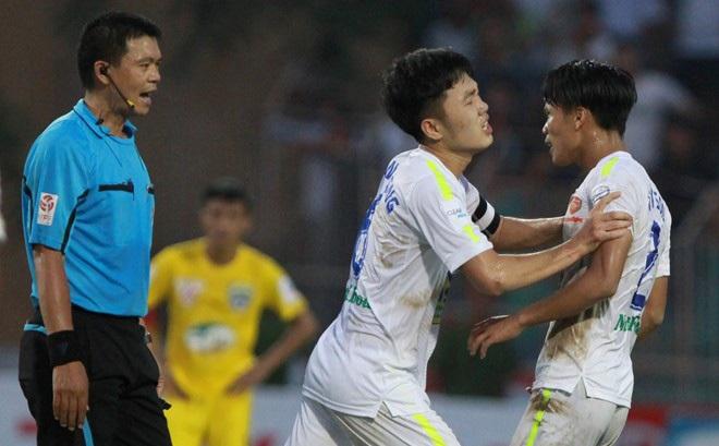 V-League xấu xí thế nào trong mắt cầu thủ, chuyên gia nước ngoài?