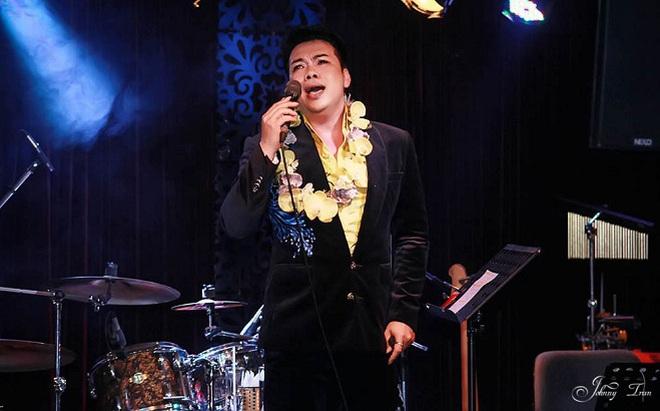 Cuộc đời cơ cực, nhiều biến cố của ca sĩ Vỹ Khang