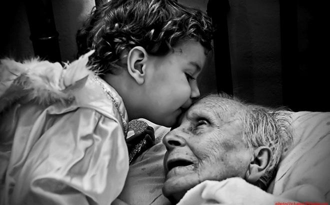 Làm con, phải biết quý trọng sự hiện diện của cha mẹ trên đời!