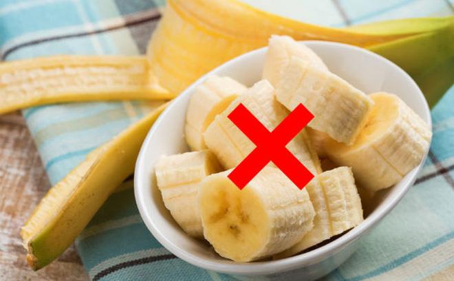 """Ăn chuối 1-2 quả/ngày rất tốt, nhưng đừng ăn vào thời điểm """"chỉ hại thân"""" này!"""