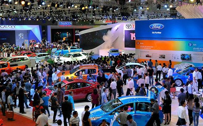Nghịch lý thị trường ô tô Việt Nam: Giá giảm mạnh mà vẫn ế