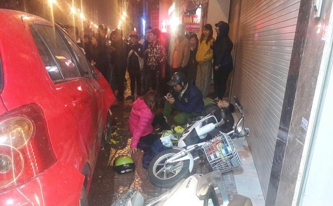 Hà Nội: Ô tô mất lái đâm hàng loạt phương tiện giao thông, 6 người thương vong
