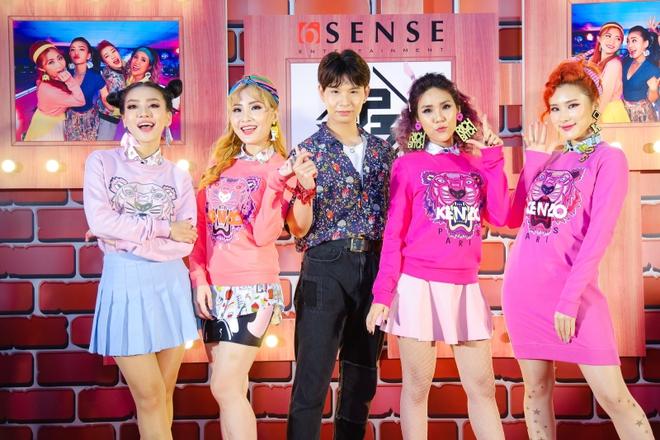 Đông Nhi đẹp nổi bật trong ngày ra mắt sản phẩm mới của nhóm Lip B - Ảnh 9.