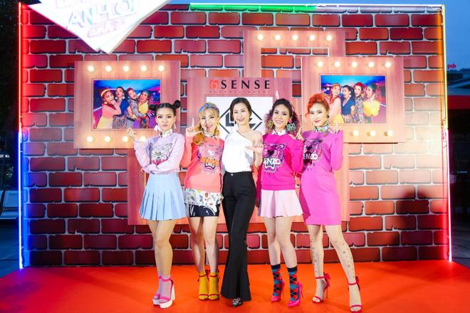 Đông Nhi đẹp nổi bật trong ngày ra mắt sản phẩm mới của nhóm Lip B - Ảnh 4.