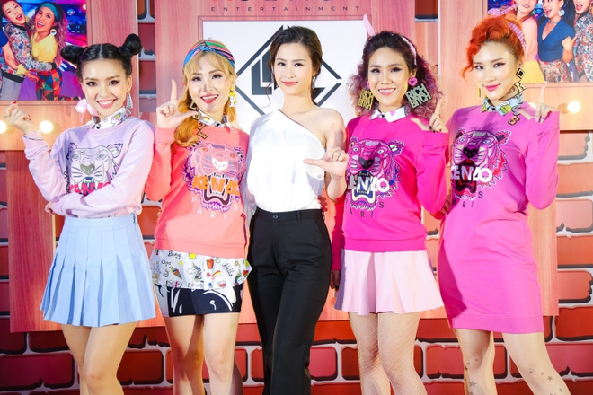 Đông Nhi đẹp nổi bật trong ngày ra mắt sản phẩm mới của nhóm Lip B - Ảnh 1.