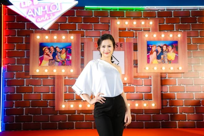Đông Nhi đẹp nổi bật trong ngày ra mắt sản phẩm mới của nhóm Lip B - Ảnh 3.