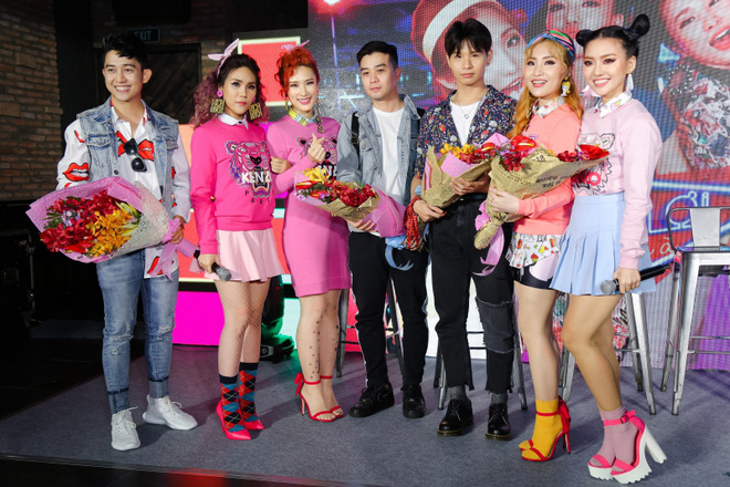 Đông Nhi đẹp nổi bật trong ngày ra mắt sản phẩm mới của nhóm Lip B - Ảnh 8.