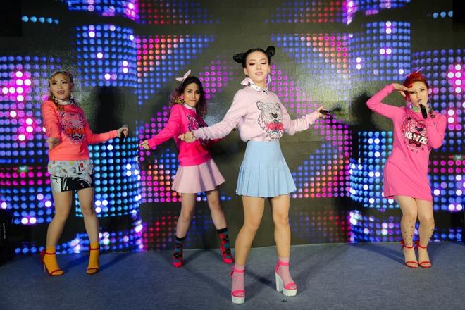 Đông Nhi đẹp nổi bật trong ngày ra mắt sản phẩm mới của nhóm Lip B - Ảnh 7.