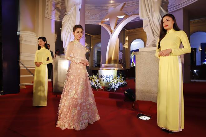 HHen Niê và 2 Á hậu gây chú ý trên thảm đỏ trao giải Ngôi sao xanh 2017 - Ảnh 5.