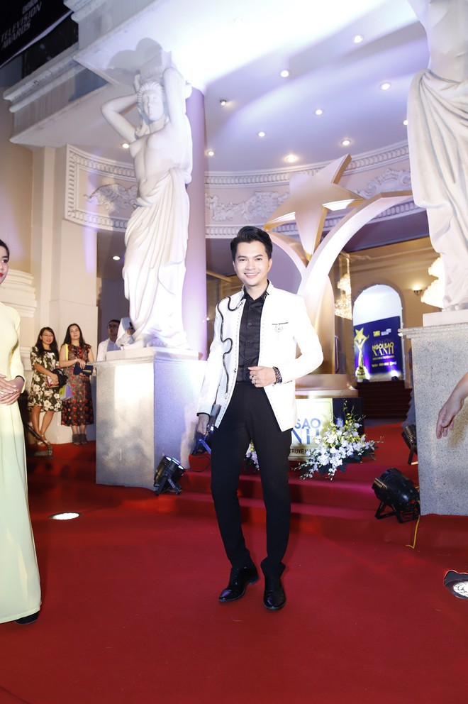 HHen Niê và 2 Á hậu gây chú ý trên thảm đỏ trao giải Ngôi sao xanh 2017 - Ảnh 6.