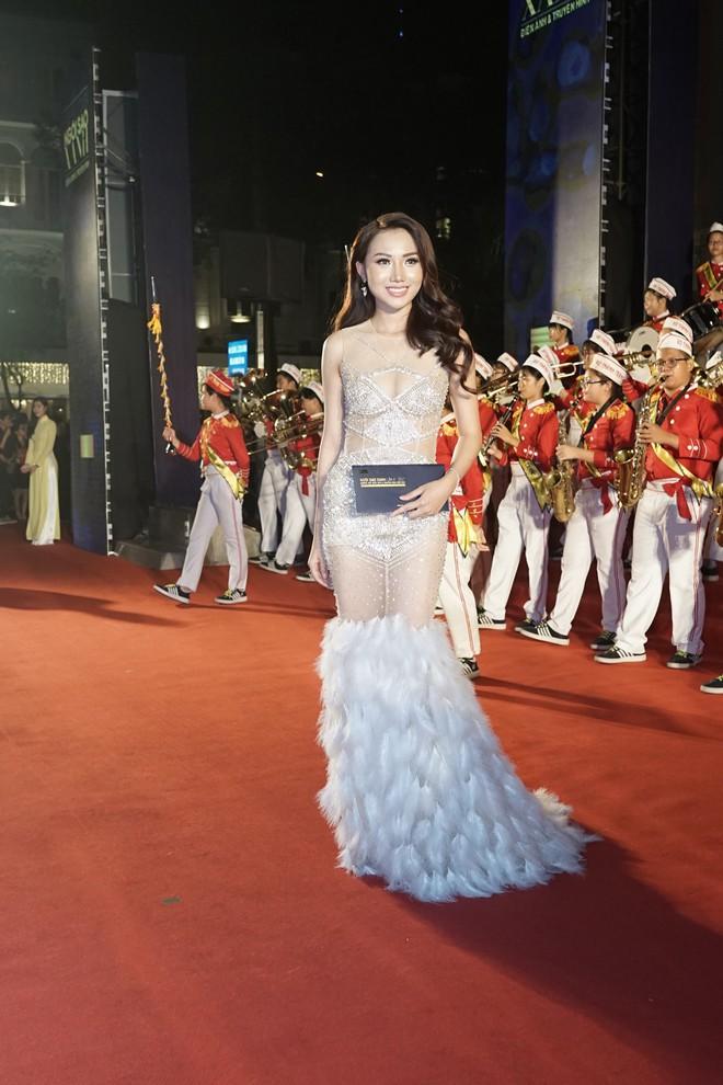 HHen Niê và 2 Á hậu gây chú ý trên thảm đỏ trao giải Ngôi sao xanh 2017 - Ảnh 10.
