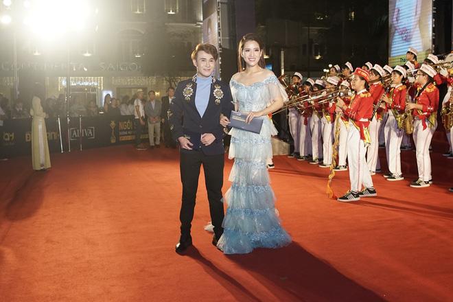 HHen Niê và 2 Á hậu gây chú ý trên thảm đỏ trao giải Ngôi sao xanh 2017 - Ảnh 12.