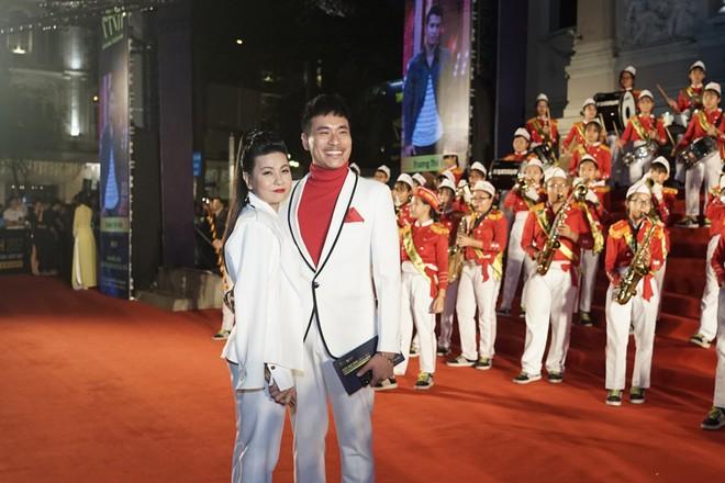 HHen Niê và 2 Á hậu gây chú ý trên thảm đỏ trao giải Ngôi sao xanh 2017 - Ảnh 13.