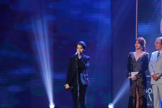 HHen Niê và 2 Á hậu gây chú ý trên thảm đỏ trao giải Ngôi sao xanh 2017 - Ảnh 14.