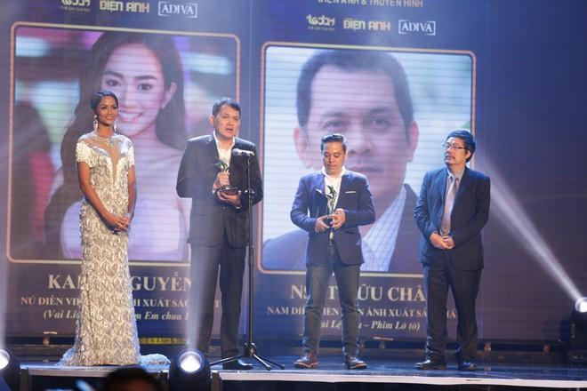 HHen Niê và 2 Á hậu gây chú ý trên thảm đỏ trao giải Ngôi sao xanh 2017 - Ảnh 15.