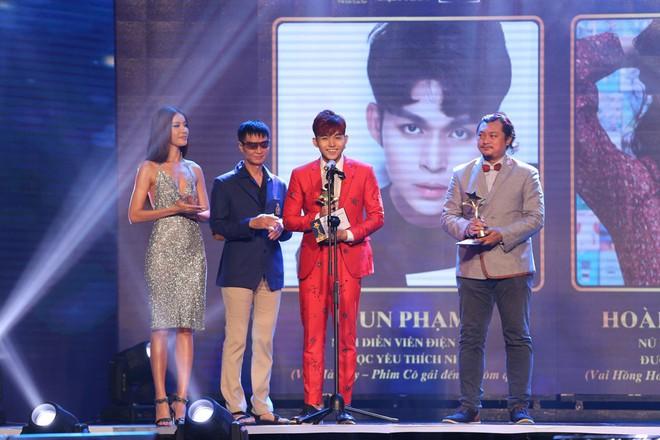 HHen Niê và 2 Á hậu gây chú ý trên thảm đỏ trao giải Ngôi sao xanh 2017 - Ảnh 16.